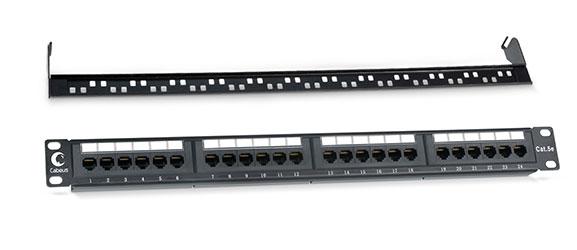 Патч-панель 19 (1U), 24 портов RJ-45, категория 5e, Dual IDC, с задним кабельным организатором.<br />Вид спереди.