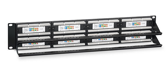 Патч-панель 19 (2U), 48 портов RJ-45, категория 5e, Dual IDC, с задним кабельным организатором.<br />Вид в сборе.