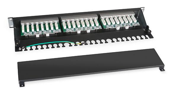 Патч-панель 19 (1U), 24 портов RJ-45, категория 5e, Dual IDC, с задним кабельным организатором.<br />Вид в разборе.