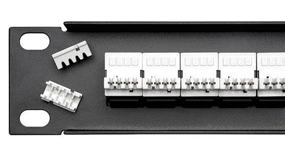 Патч-панель 19 (1U), 25 портов, RJ-11 (6P4C).<br />Вид сзади. Крупный план.