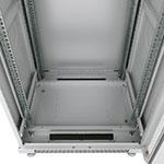 Монтажный шкаф Cabeus<br>В днище расположены 2 щеточных ввода и 5 съемных заглушек.<br>Крепежный комплект 50шт. (винт+квадратная гайка) в комплекте.