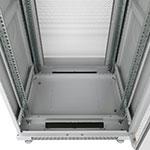 Монтажный шкаф Cabeus<br>В днище расположены 2 щеточных ввода и 5 сьемных заглушек.<br>Крепежный комплект 50шт. (винт+квадратная гайка) в комплекте.